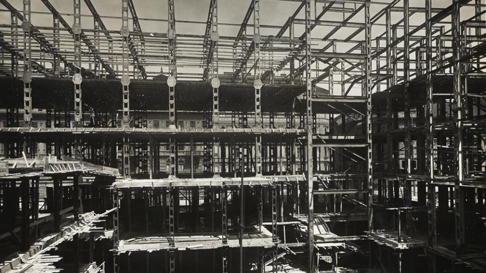1930 - Construction Site of Radiojurnal Palace - assembly of steel frame